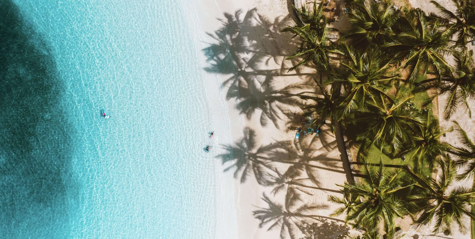 8shades guide to a sustainable beach day