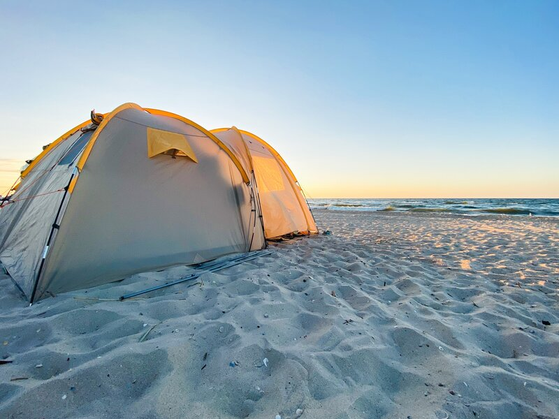 camping on the beach carbon-free activities
