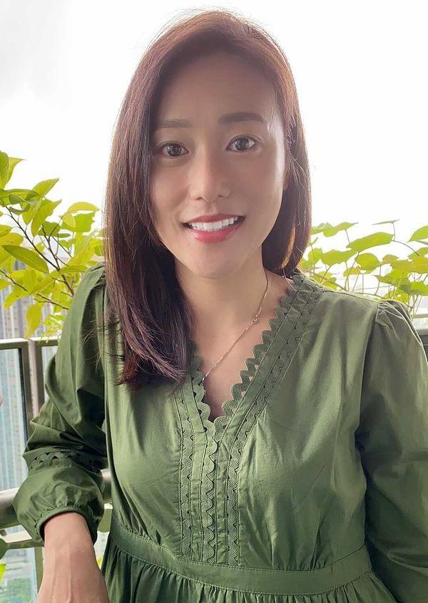 Katheryn Pang green sisters